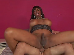 Booby ghetto tranny Paris Pirelli got her asshole pounded