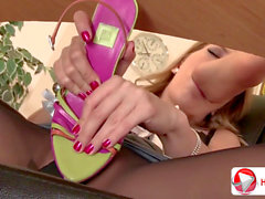 Blue Angel And Eve Angel Office workers Take Toe Break HD 1080p