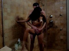 Kaylani Lei gets wet in bathroom