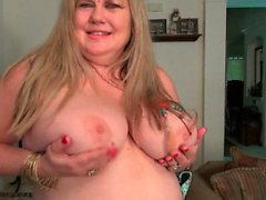 American BBW Jacks pleasures her plump pussy with dildo