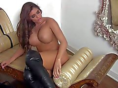 Hot masturbation show by amazing Madelyn Marie